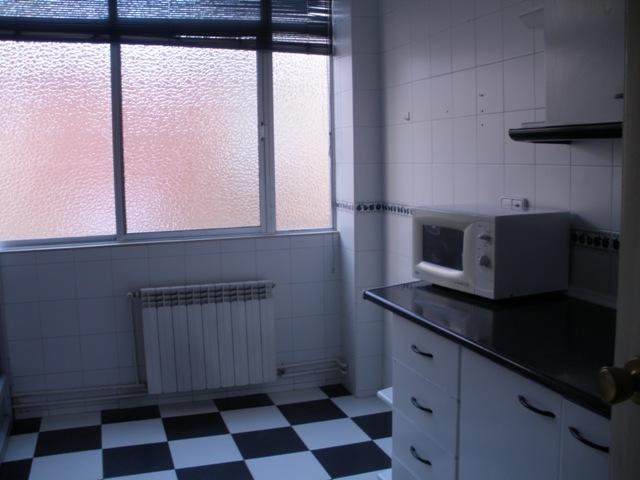 Venta de piso con garaje y piscina en linares zona for Alquiler pisos linares