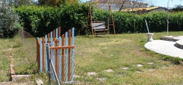 Venta de parcela urbana con piscina en Linares, zona La Garza