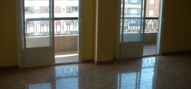 Venta de piso con plaza de garaje en Linares, Avda. de Andalucía